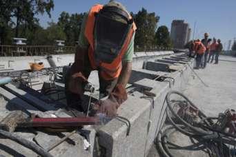 Завершается первый за 60 лет ремонт Борщаговского путепровода