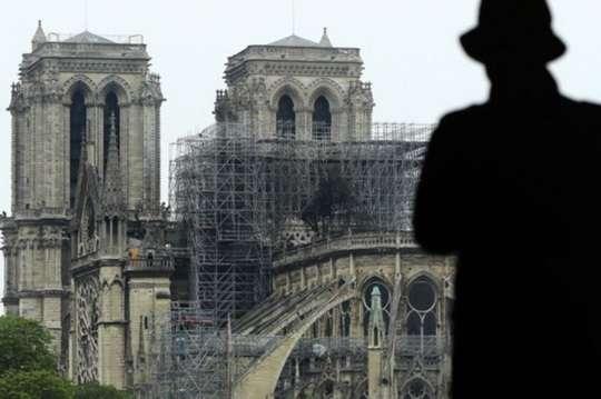 Как коронавирус и мародерство мешают восстановлению Собора Парижской Богоматери