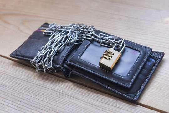 Долги по коммуналке автоматически спишут с банковских счетов украинцев