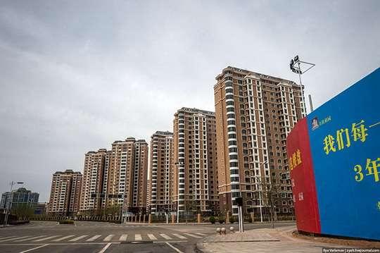 Строительные курьезы: в Китае построили самый большой в мире город-призрак. Фото