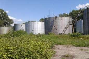 По всей стране началась продажа нефтебаз