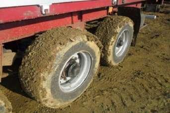 Строители и коммунальщики подрались из-за грязных колес