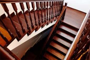 Четыре самых распространенных типа деревянных лестниц в частных домах. Фото