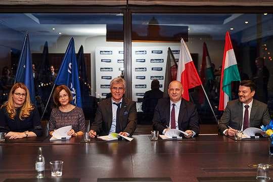 Інвестиції Групи компаній «Śnieżka» в угорську   фірму «POLI-FARBE Vegyipari Kft»