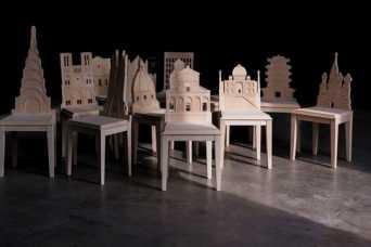 Стулья украсили архитектурными памятниками
