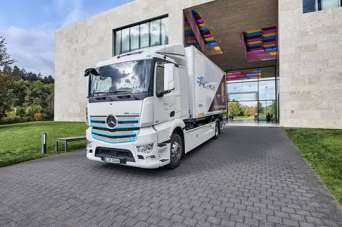 Электрогрузовики Mercedes-Benz будут развозить шоколад. Фото