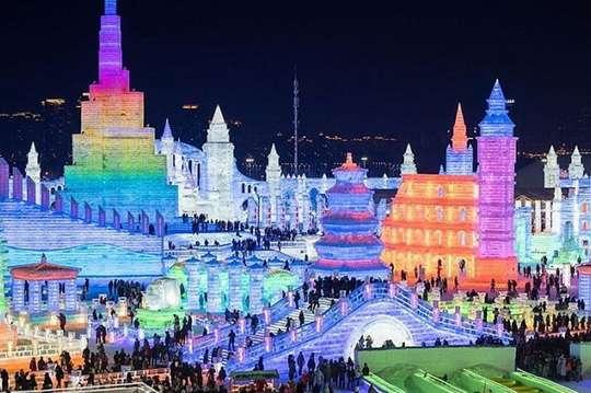 В Харбине проходит крупнейший в мире фестиваль ледовых скульптур. Фото и видео