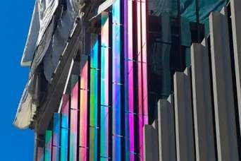 В США для остекления фасадов используют дихроическое стекло