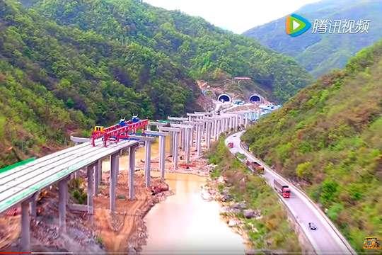 В Китае дороги строятся со скоростью 750м/час.  Видео