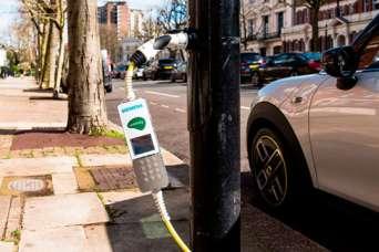 В Лондоне появилась улица, где от каждого фонаря можно зарядить электрокар
